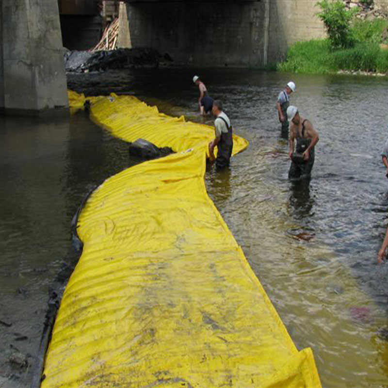 Flexible Water-Gate © cofferdams. L-shaped installation from the bank to the opposite side of the bridge pier.