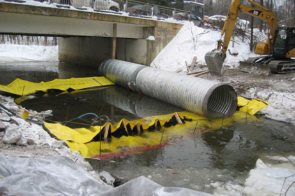 Installation of two Water-Gate © cofferdams head to tail with bypass tube placed on the flexible dams.
