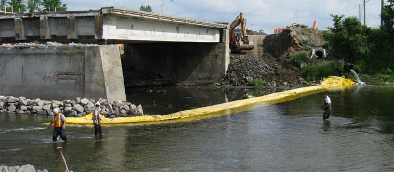 Repair work on a two-phase bridge. Installation of a flexible L-shaped cofferdam from each bank.