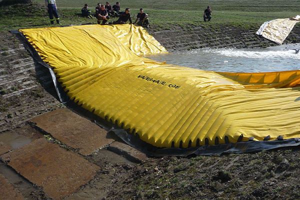 Test of a flexible Water-Gate cofferdam © WA-50 by Czech civil security
