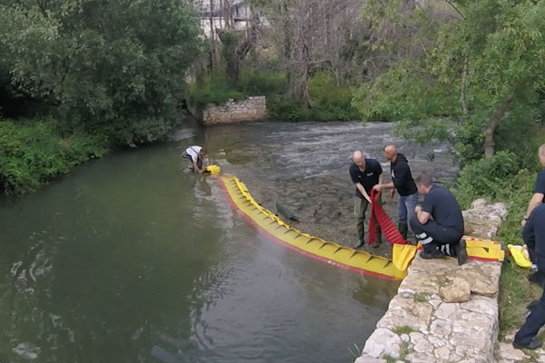 How to dry up a river threshold in 3 minutes! Model WL-06 with integrated ballast.