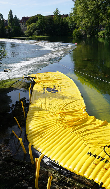 Flexible Water-Gate © cofferdams installed on the large threshold of the Doubs in Dole du Jura.